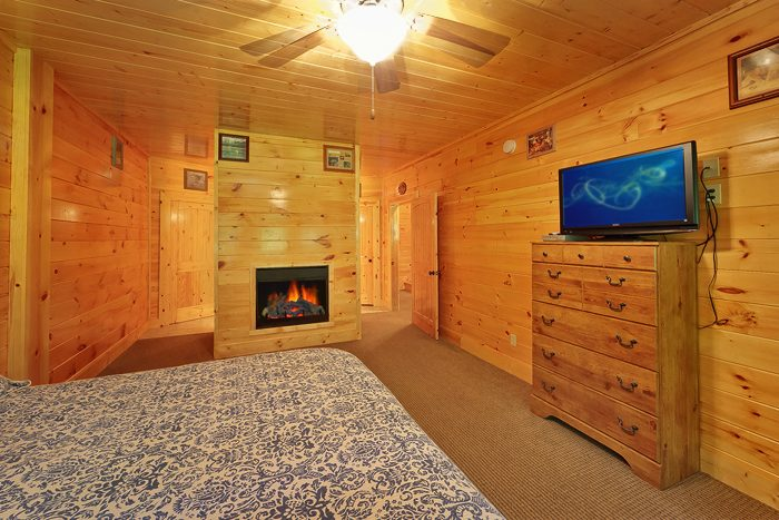 Premium 4 Bedroom Cabin with Fireplace - Hook, Line and Sinker