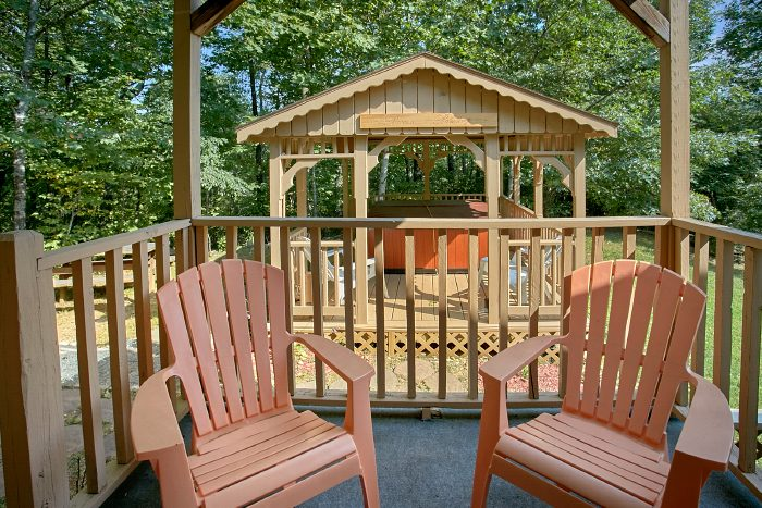 Cabin with Private Hot Tub and Gazebo with View - Huckleberry Haven