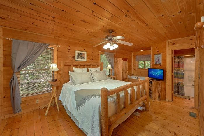 Cabin with One Bedroom in Gatlinburg - Huggable Hideaway