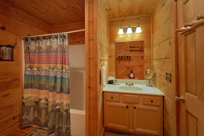 Smoky Mountain Cabin with Great Amenities - Huggable Hideaway