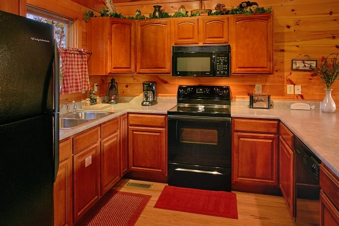 Honeymoon Cabin with Spacious Kitchen - I Don't Want 2 Leave