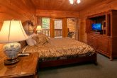 8 Bedroom Cabin Sleeps 28 with 5 King Beds