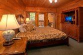 8 Bedroom Cabin Sleeps 28 with 5 King Beds