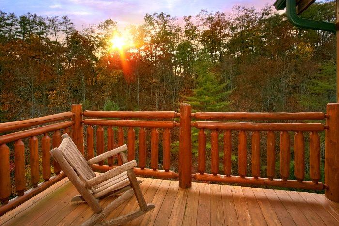 8 Bedroom Sleeps 28 with Scenic Views - Indoor Pool Lodge