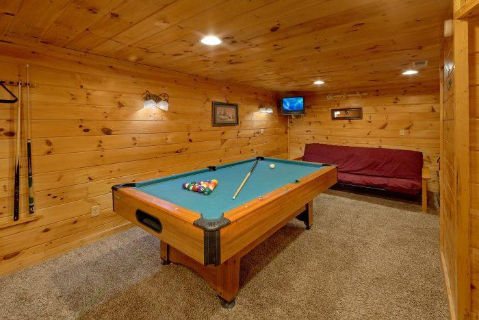 Game Room with Pool Table Cabin Sleeps 6 - Jasmine's Retreat
