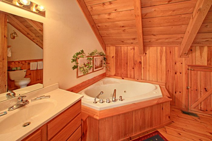 Loft Bedroom with Jacuzzi - Kayla's Hideaway