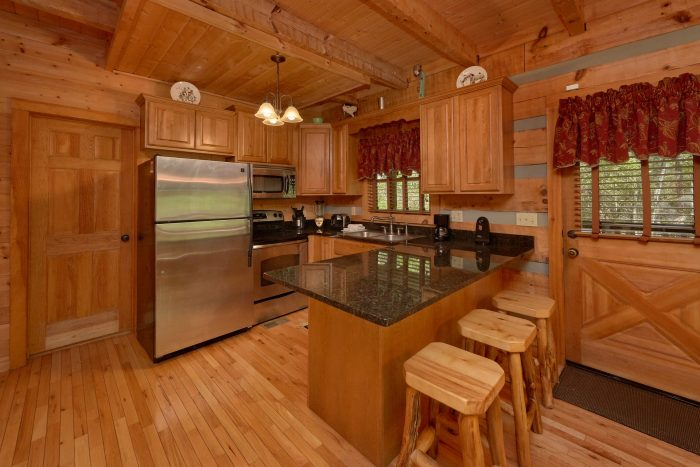 1 Bedroom cabin with a Queen bed - Kicked Back Creekside