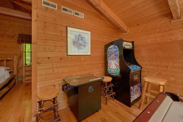 1 Bedroom cabin with a game room - Kicked Back Creekside