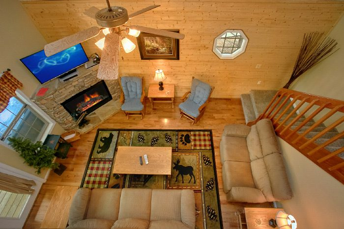 Luxury Cabin with Stone Gas Fireplace - Kickin Back