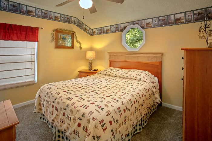 4 Bedroom Cabin with 2 Queen beds - Kickin Back