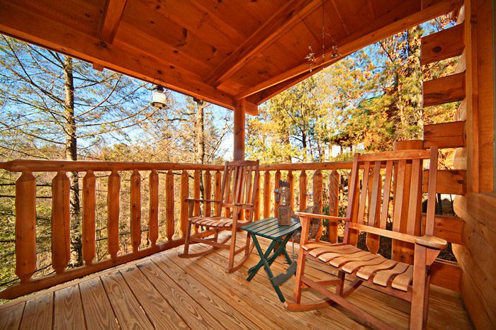Cabin with Spacious Deck - Kisses & Wishes