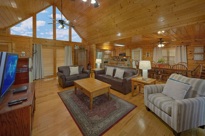 Premium 4 Bedroom Cabin with Dining Seating - Knockin' On Heaven's Door