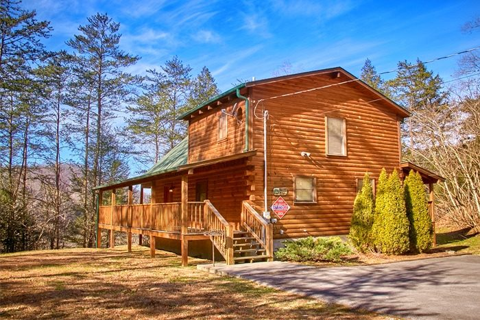 Smoky mountain honeymoon cabin with great views for Smoky mountain tennessee cabin rentals