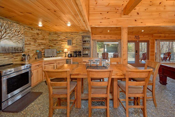Spacious Kitchen and Dining Room Sleeps 8 - La Dolce Vita