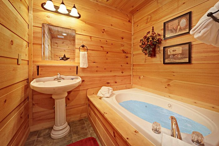 Cabin Bathroom with Jacuzzi - Laurel Cove