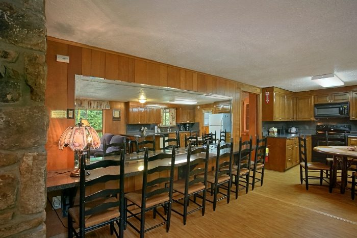 Family Sized Cabin with Large Dining Table - Lazy Days Lodge