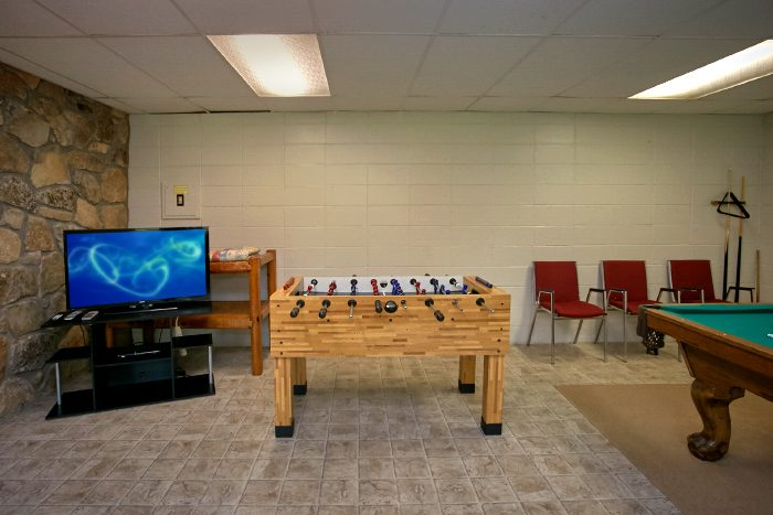 6 Bedroom Cabin with Foosball Table - Lazy Days Lodge
