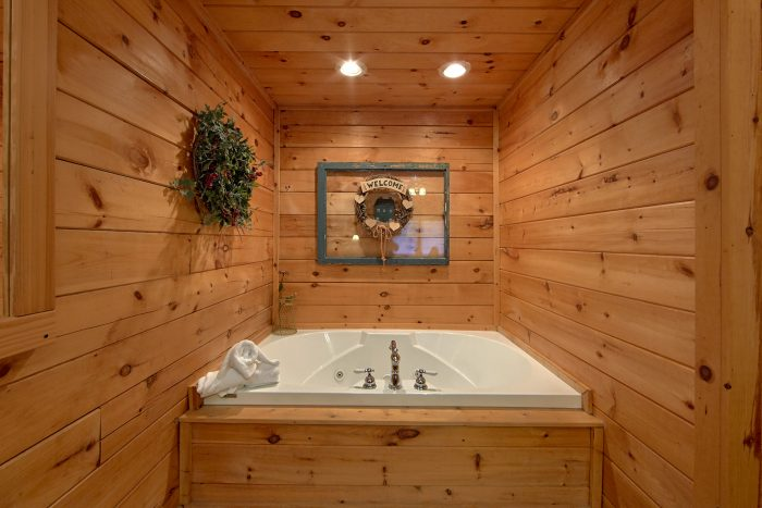 Cabin with Jacuzzi Tub - Lil Cajun Cabin