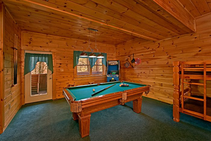 Cabin with Billiard Room - Lil Cajun Cabin
