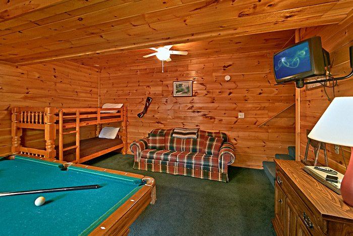 Cabin with Spacious Billiard Room - Lil Cajun Cabin