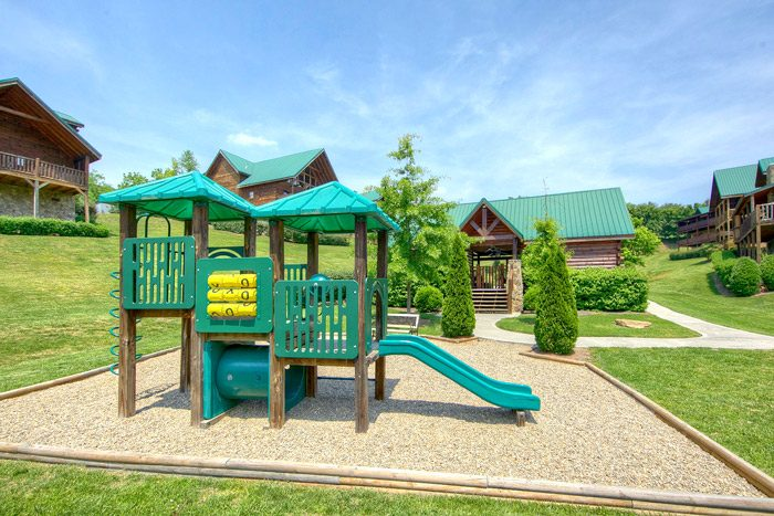 Cabin with bunk beds and playground - Lil Cajun Cabin