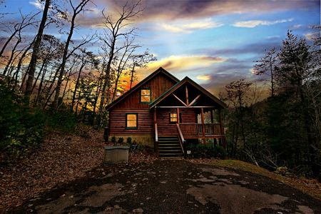 Happy Bear: 2 Bedroom Pigeon Forge Cabin Rental