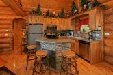 4 Bedroom Cabin with Full Kitchen & Counter Seat