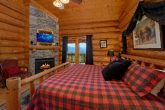 Luxury Cabin with King Bed, Fireplace and TV