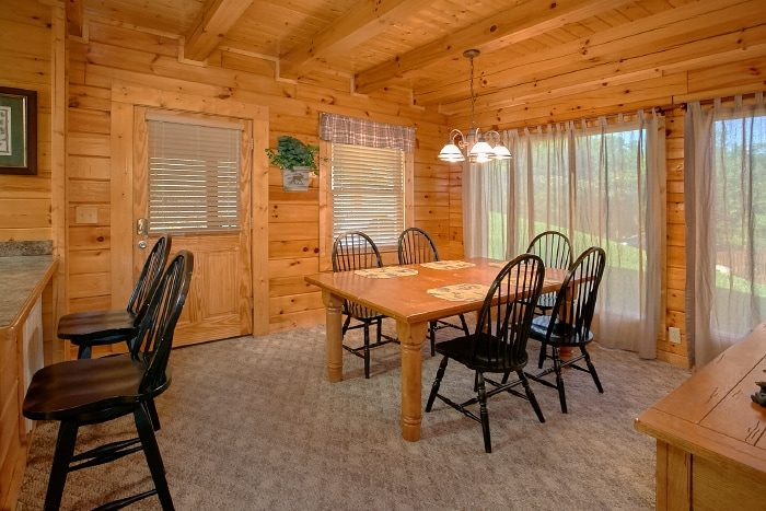 Pigeon Forge cabin with Furnished Dining Room - Lookin Up