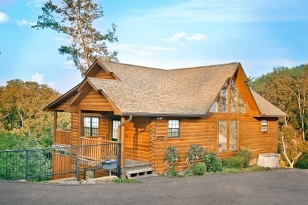 A Mountain Paradise: 4 Bedroom Pigeon Forge Cabin Rental