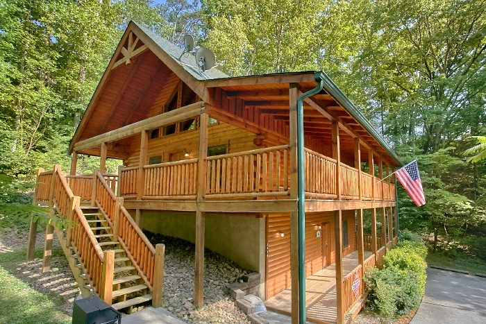 Lucky Logs Lodge Cabin Rental Photo