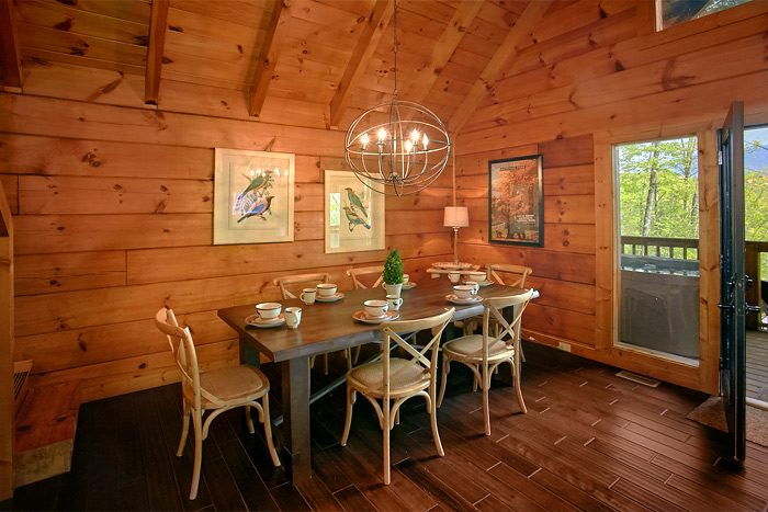 Beautiful 2 Bedroom cabin with Large Dining area - Lucky to be with View