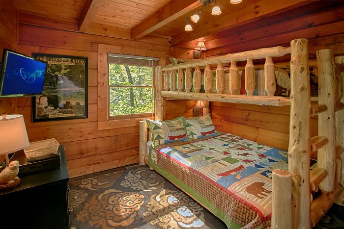 Cabin with Queen and Twin bunkbed - Lucky to be with View