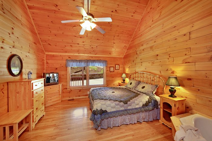 Cozy 1 Bedroom Cabin near Downtown Pigeon Forge - Ma and Pa's Place
