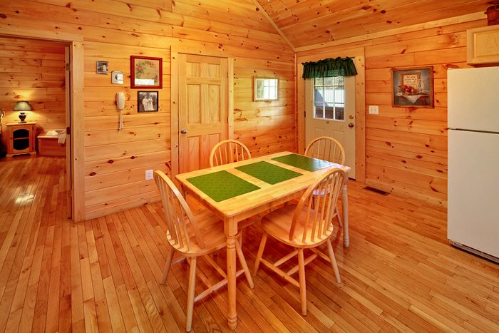 1 Bedroom Rustic Cabin Fully Furnished - Ma and Pa's Place