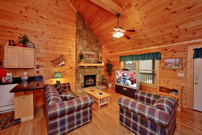 Cozy 1 Bedroom Cabin with a Flat Screen TV - Ma and Pa's Place