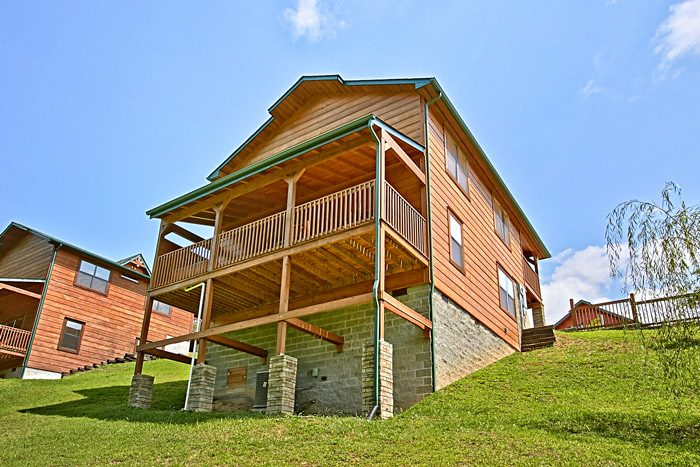 Pigeon Forge Cabin in Bear Cove Falls Resort - Made in the Shade