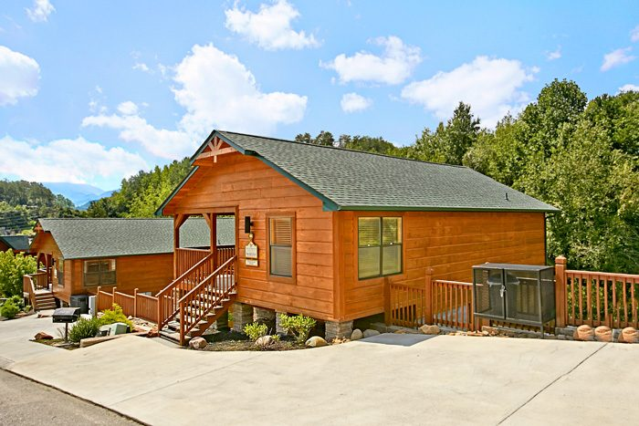 3 bedroom cabin near dollywood gatlinburg for Gatlinburg dollywood cabins