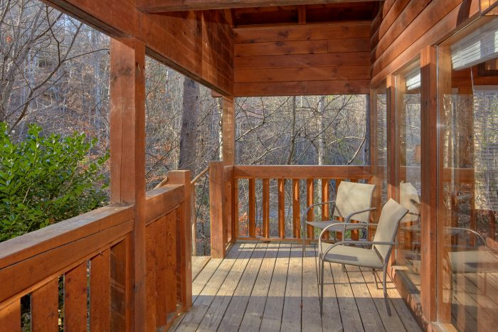 Outdoor Seating 2 Bedroom Cabin Sleeps 8 - Making More Memories