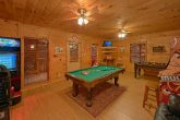 3 bedroom cabin with Game Room and Pool Table