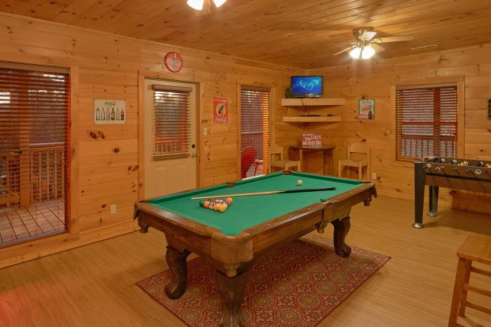 Cabin with Arcade Game, Pool Table and Game room - Memory Maker