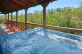 3 Bedroom cabin with Picnic table and hot tub
