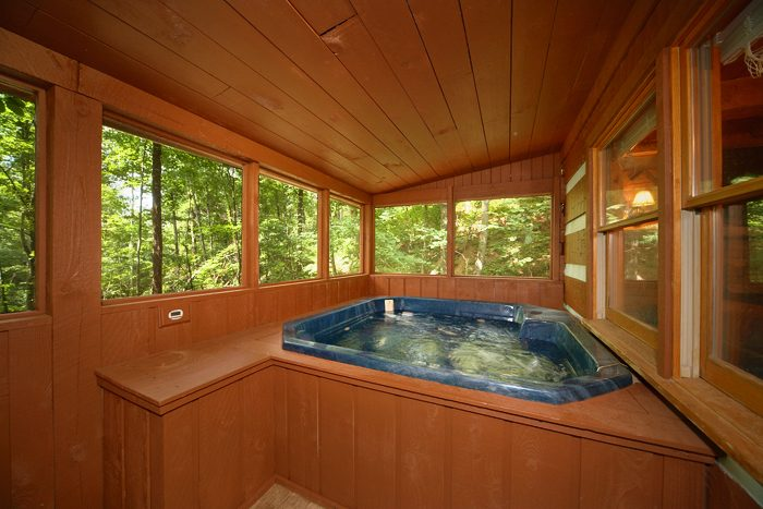 Pigeon Forge Cabin with Screened in Hot Tub - Mi Cabana