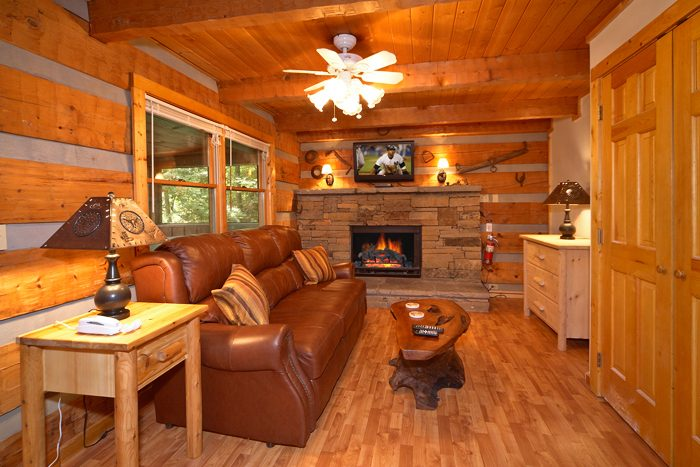 Rustic 1 Bedroom Cabin with Fireplace - Mi Cabana