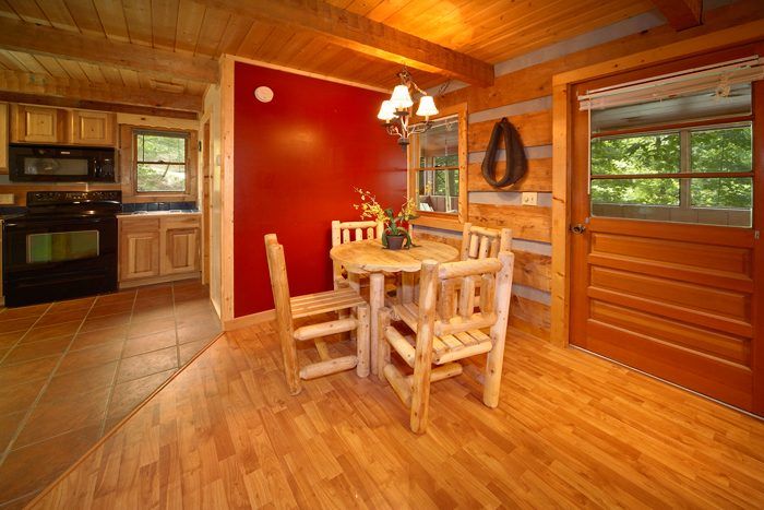 Rustic Cabin with Dining Room Table for 4 - Mi Cabana