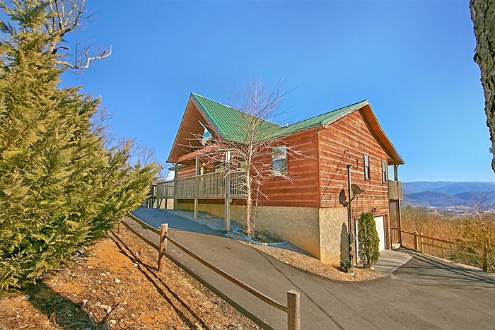 Secluded cabin in wears valley misty morning for Cabin rental companies in gatlinburg tn