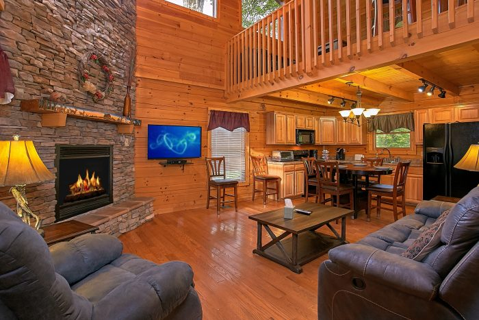 Luxury Cabin with Large Fireplace in Living Room - Moonshine Inn