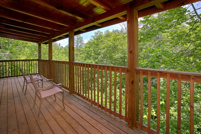 3 Bedroom Cabin with Wooded Views in Gatlinburg - Moonshine Inn