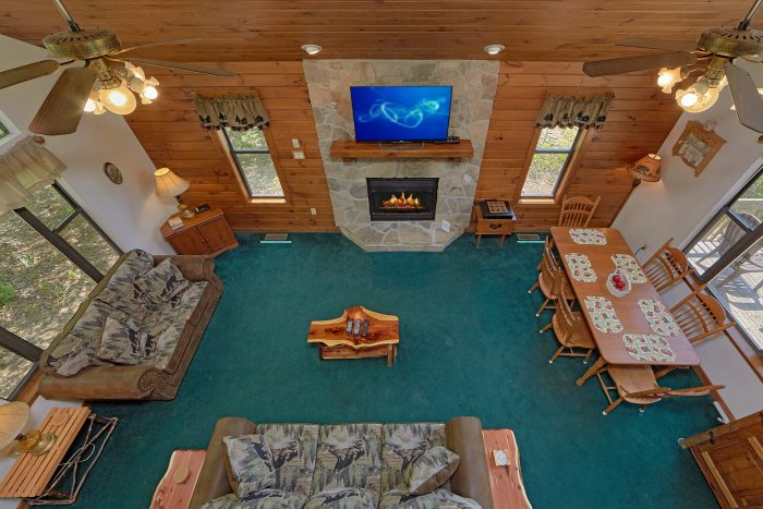 2 Bedroom Cabin with Fireplace in Living Room - Mountain Breeze