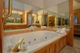 Cabin with Private Master Bath Jacuzzi Tub